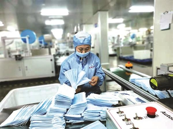 Trung Quốc là công xưởng sản xuất khẩu trang cho toàn thế giới với 5 tỉ chiếc trong năm ngoái.