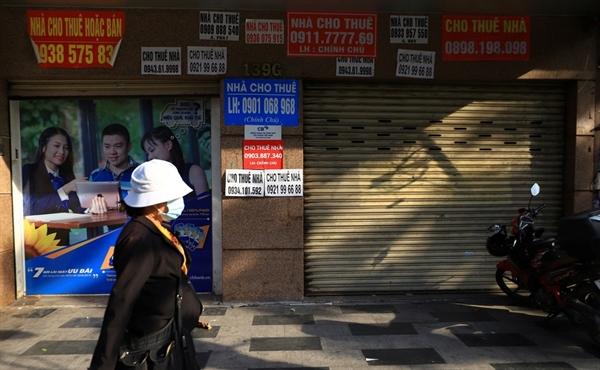 Kinh doanh ế ẩm, hàng loạt cửa hàng đóng cửa. Ảnh: zing.vn