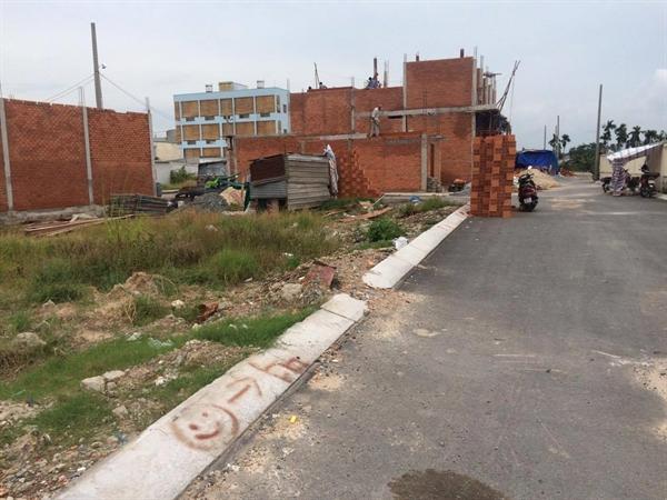Giá đất tại khu vực An Phú Đông tăng mạnh khi cầu An Phú Đông khởi công. Ảnh minh họa