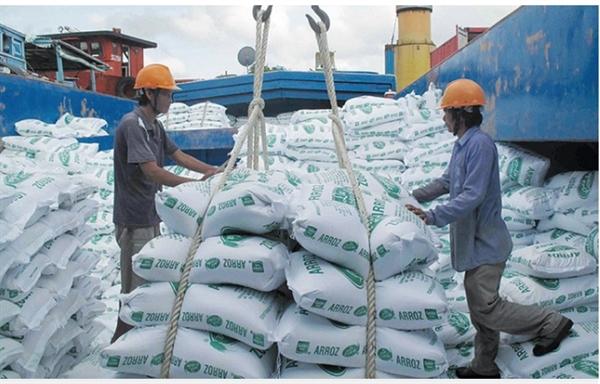 Bộ Công Thương giữ nguyên đề xuất xuất khẩu 400.000 tấn gạo trong tháng 4. Nguồn ảnh: Dân Trí