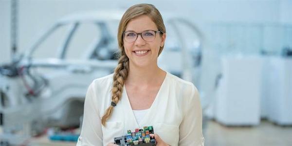Lisa Draexlmaier cũng sở hửu 1 tỉ USD khi mới 29 tuổi.