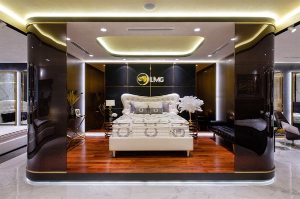 Kluft - siêu phẩm nệm có giá trị 1 tỷ đồng/chiếc được trưng bày lộng lẫy tại showroom