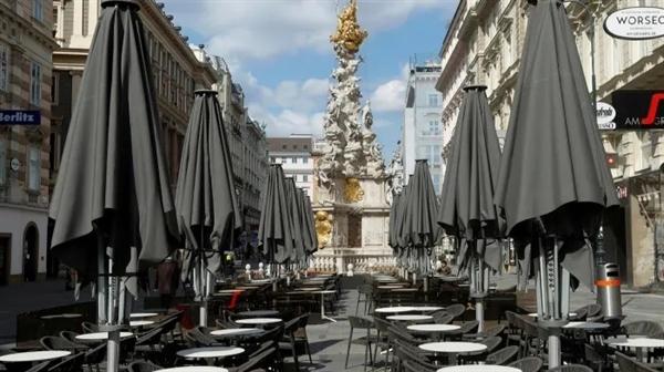 Một quán ăn nhẹ tại Vienna, Áo đóng cửa vì đại dịch. Ảnh: Reuters