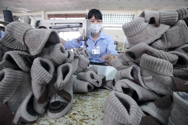Dây chuyển xuất khẩu giày Á Châu. Ảnh: Quý Hoà