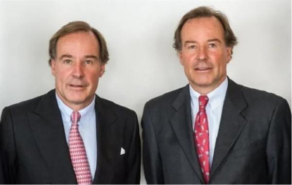 2 vị tỉ phú sinh đôi Andreas Struengmann (trái) và Thomas Struengmann (phải) mỗi người sở hữu khối tài sản trị giá 6,9 tỉ USD, tăng 11% so với thời điểm 11.3. Ảnh: VietnamFinance.