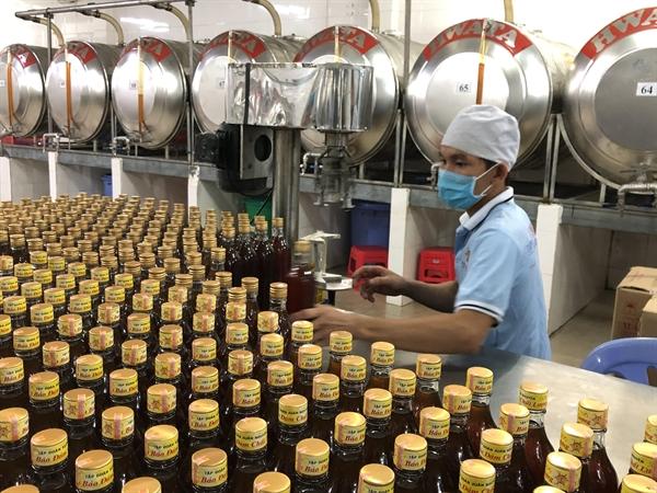 Sản xuất mật ong tại Công ty Cổ phần Tập đoàn Xuân Nguyên.