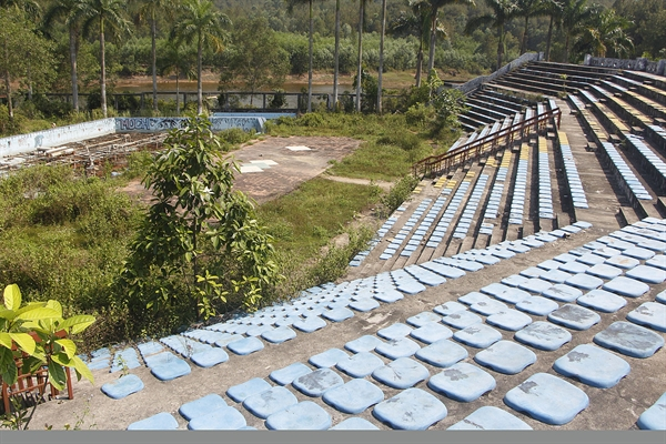 About 500 meters from the aquarium lies a former water music stage with seating for 2,500.