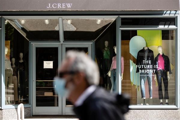 J. Crew đã là một thương hiệu thời trang đáng thèm muốn trước khi nó rơi vào tình trạng sụt giảm doanh số nhiều năm và sau đó được thực hiện bằng cách đóng cửa hàng do đại dịch coronavirus gây ra. ẢNH: MATT ROURKE / ASSOCIATED PRESS