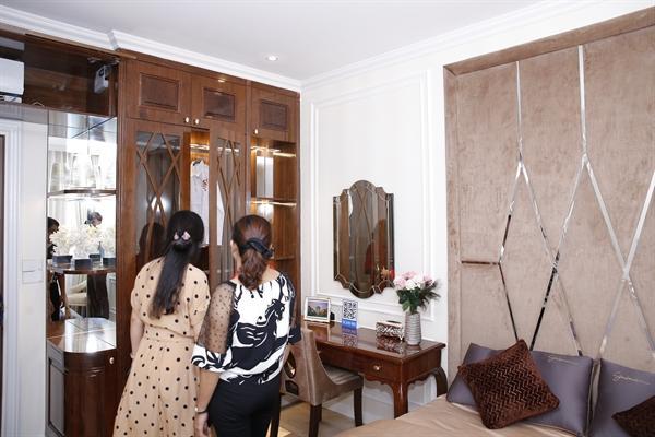 thiết kế nội tất tân cổ điển cũng giúp cho mọi người khi bước chân vào căn nhà cảm thấy thoải mái. Ảnh TTDECOR