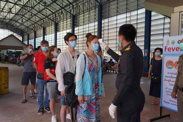 Việt Nam chắc chắn đã thu hút được sự quan tâm quốc tế nhờ sự hiểu quả của chính sách y tế cộng đồng và tinh thần sẵn sàng hỗ trợ các quốc gia khác trong cuộc chiến chống dịch. Ảnh: TTXVN