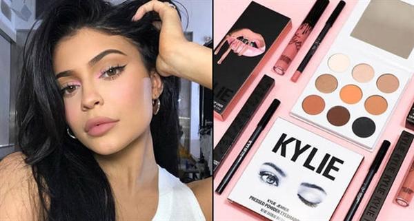 Kylie Jenner là người sáng lập ra đế chế mỹ phẩm Kylie Cosmetics