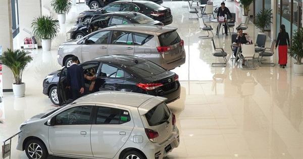 Người mua xe sẽ hưởng lợi không nhỏ từ việc giảm 50% lệ phí trước bạ ô tô sản xuất, lắp ráp trong nước