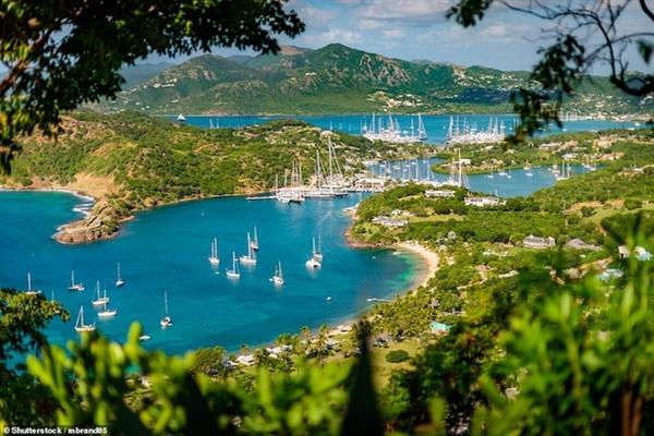 Cảng English và nhà máy đóng tàu Nelson's Dockyard nằm trên hòn đảo thiên đường Antigua và Barbuda.