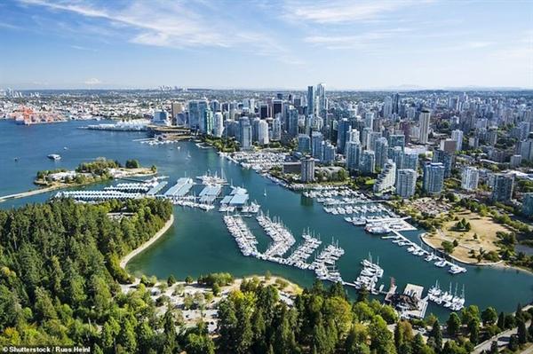 cảng biển nổi tiếng Vancouver của Canada. Đẹp nhất là khi đi dạo quanh đây bằng thủy phi cơ.
