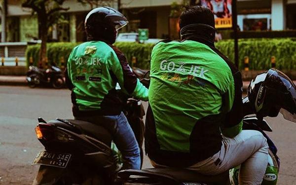 Facebook đã quyết định lấn sân sâu hơn vào một lĩnh vực mới khi đầu tư vào công ty cho thuê xe, thanh toán và giao hàng của Indonesia Gojek. Ảnh: Getty