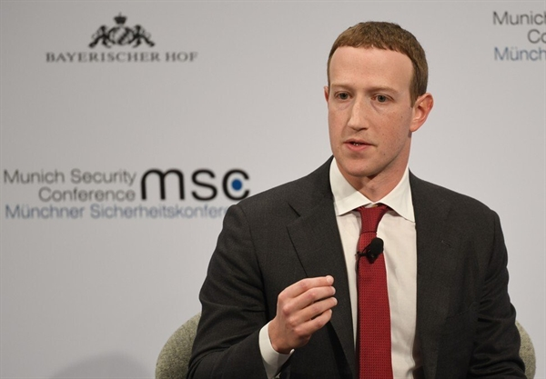 Ông Mark Zuckerberg, Chủ tịch của Facebook, đang trên đường trở thành tỉ phú trẻ nhất thế giới. Ảnh: Dpa.