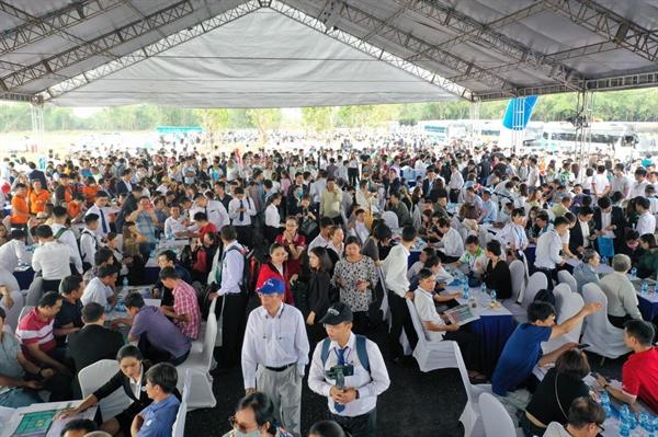 Hơn 1.500 khách hàng tham quan dự án Gem Sky World sáng ngày 14.6.