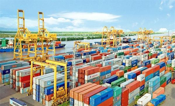 5 tháng qua, kim ngạch xuất khẩu hàng hóa ước đạt 99,36 tỷ USD, giảm 1,7% so với cùng kỳ năm 2019. Ảnh: Dân trí