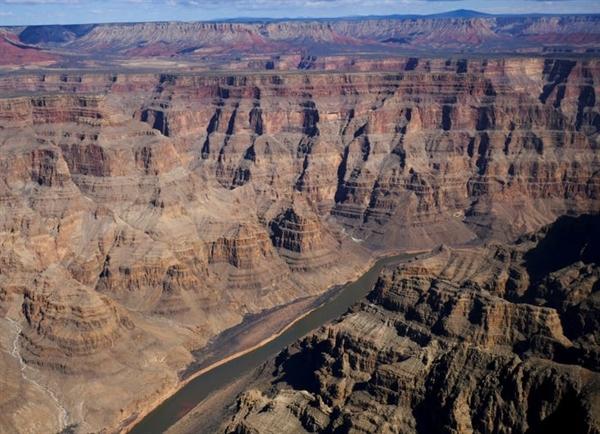 Hẻm núi Grand Canyon là một trong 7 kỳ quan thế giới, đã tồn tại 70 triệu năm và trải dài cho 277 dặm.