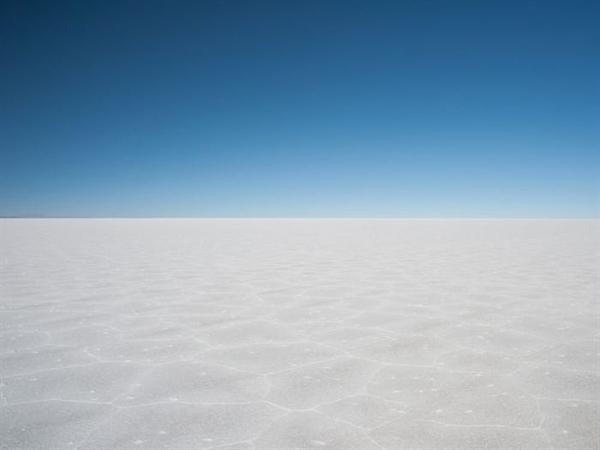Uyuni Salt Flat ở Bolivia, cánh đồng muối lớn nhất thế giới cung cấp một bề mặt mở rộng hoàn hảo để tạo ra ảo ảnh quang học. Nó cũng chứa khoảng 15% lượng lithium của thế giới , theo Khảo sát Địa chất Mỹ.