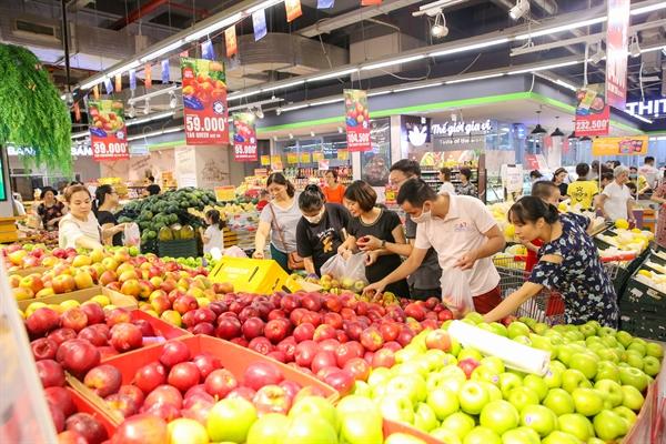 """""""Tuần lễ Táo và Kiwi nhập khẩu New Zealand"""" là chương trình độc quyền và duy nhất do hệ thống siêu thị VinMart và chuỗi cửa hàng VinMart+ phối hợp cùng Hiệp hội Doanh nghiệp New Zealand tại Việt Nam tổ chức."""
