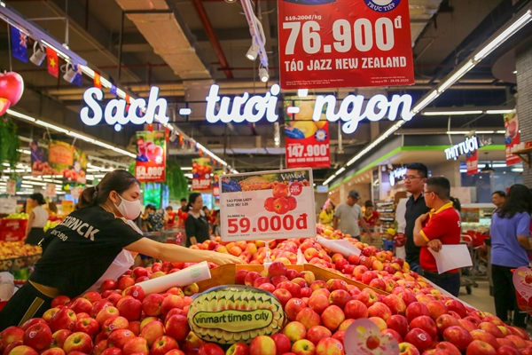 Các sản phẩm táo và Kiwi tươi ngon được VinMart/ VinMart+ bán với giá ưu đãi giảm giá từ 20-30%.