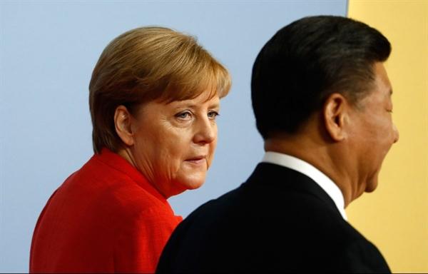 Thủ tướng Đức Angela Merkel chào mừng Chủ tịch Trung Quốc Tập Cận Bình tại Hội nghị Thượng đỉnh G20 năm 2017. Nguồn ảnh: AFP