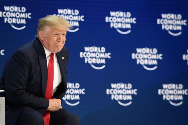 Tổng thống Mỹ Donald Trump hối thúc châu Âu tạo ra một thỏa thuận thương mại. Đồng thời, ông cũng đe dọa sẽ áp mức thuế cao nếu yêu cầu của Mỹ không được đáp ứng. Nguồn ảnh: AFP