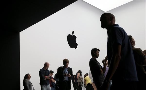 Apple giữ vị trí số 2 với giá trị 326,5 tỉ USD. Ảnh: Getty.