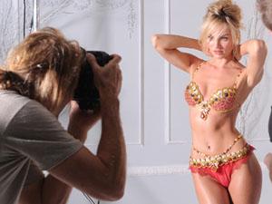 Nội y Victoria's Secret và... chứng khoán Mỹ