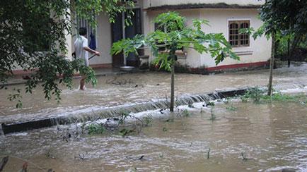 Thủy điện sông Tranh xả tràn, lũ ập đầu dân