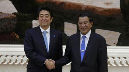 Nhật Bản mang quà tới Campuchia, thách thức Trung Quốc