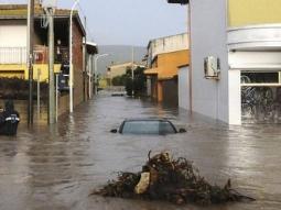 Bão lớn đổ bộ Italia, 9 người thiệt mạng