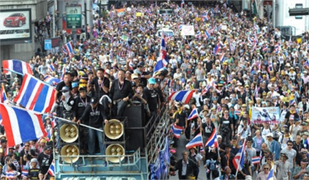 Cơ quan chính phủ bị vây hãm, biểu tình lan rộng ở Thái