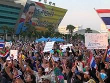 Người biểu tình Thái cắt điện, khóa cửa cơ quan chính phủ