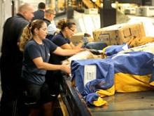 Dân Mỹ bận rộn với ngày mua sắm trực tuyến