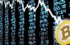 Bitcoin mất 30% trong 1 phiên