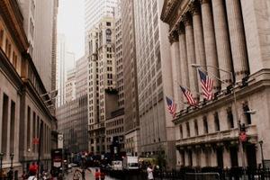 Bao giờ Mỹ mất vị trí trung tâm tài chính thế giới?