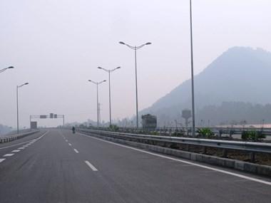 Thông xe sớm 24km đường cao tốc Nội Bài-Lào Cai