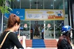 Vốn ứ, nhiều ngân hàng vẫn tăng huy động