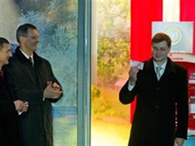 Latvia chính thức trở thành thành viên 18 sử dụng đồng euro