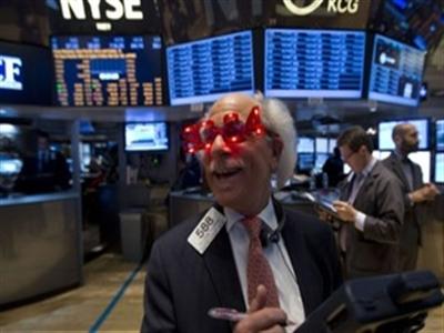 S&P 500 khép lại 2013 bằng kỷ lục mới