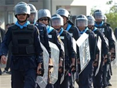 Thủ tướng Thái yêu cầu quân đội ngăn người biểu tình