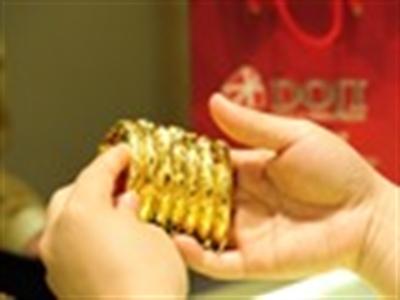 Giá vàng đảo chiều đi xuống sau khi chạm 35,6 triệu đồng/lượng