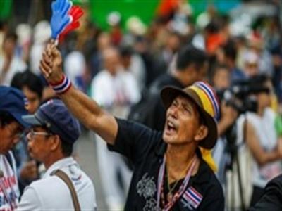 Người biểu tình tấn công các doanh nghiệp thuộc gia đình Shinawatra