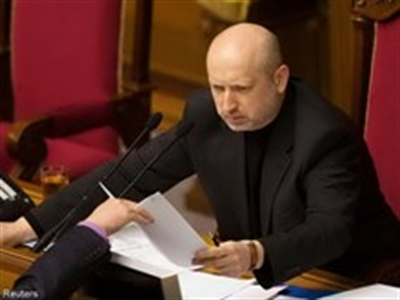 Tổng thống tạm quyền nhận chức Tổng Tư lệnh LLVT Ukraine