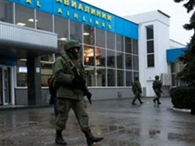 Ukraine giành lại quyền kiểm soát 2 sân bay ở Crimea