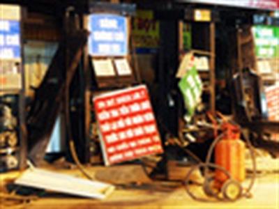 Nổ ở cây xăng tại TP HCM, khu dân cư chấn động