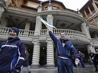 EU nhất trí phong tỏa tài sản sản 18 quan chức Ukraine