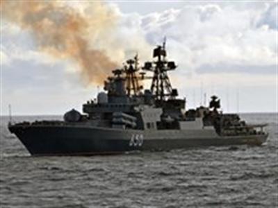Tàu chiến Nga khóa chặt eo biển Kerch của Crimea